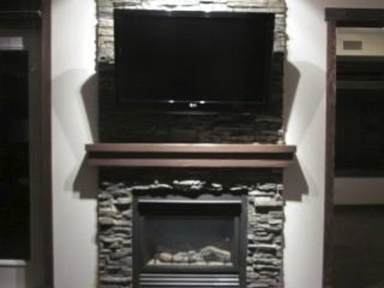 Stoneridge Mountain Resort by CLIQUE: TV and fireplace