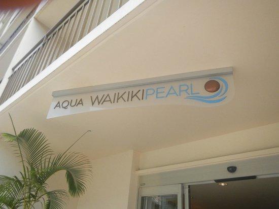 Aqua Waikiki Pearl: Signage