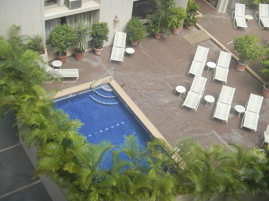 Pearl Hotel Waikiki: View of pool from above