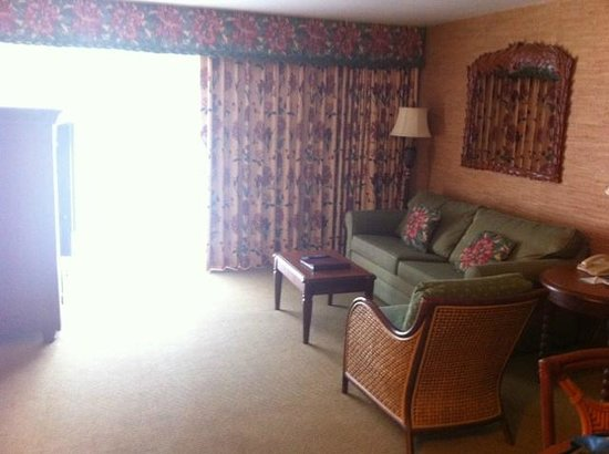 Kauai Coast Resort at the Beachboy: Living area in One Bedroom Suite with pull out bed and Flat screen TV.