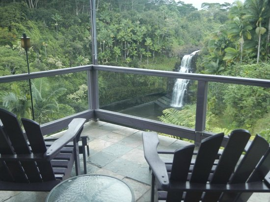 The Inn at Kulaniapia Falls: View of Falls from Lanai