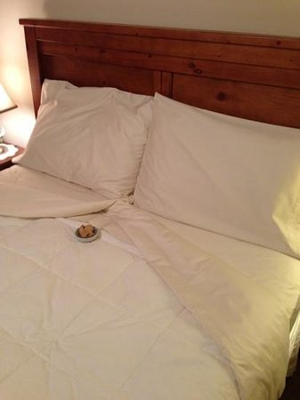 Uphill House Bed & Breakfast: turndown service and shortbread cookies
