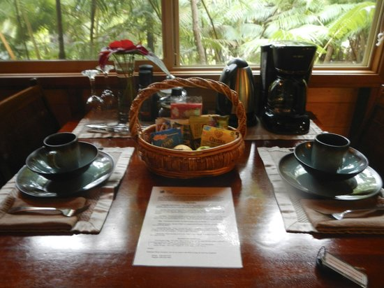 Volcano Village Lodge: Dining table and basket of goodies