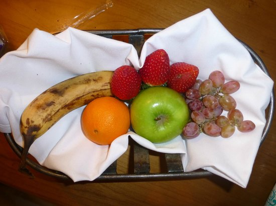Lodge & Spa at Cordillera: Fruit basket
