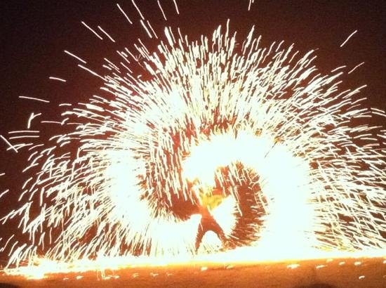 Koh Samed: fire show at Ploy