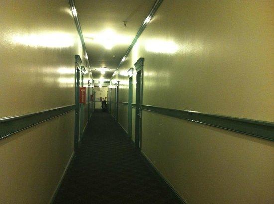 BEST WESTERN Pioneer Inn: Hallway