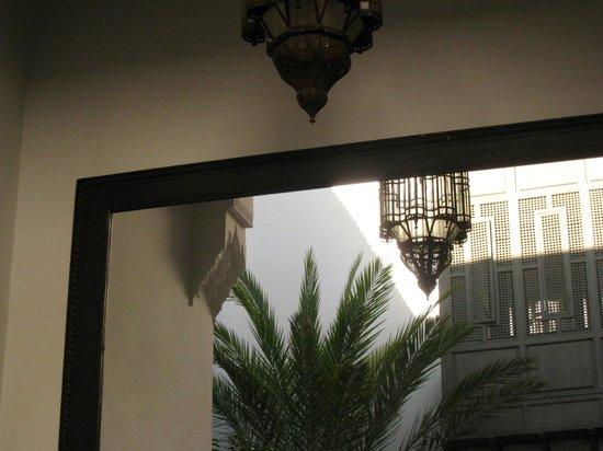 Zaouia 44: A Random mirror pic