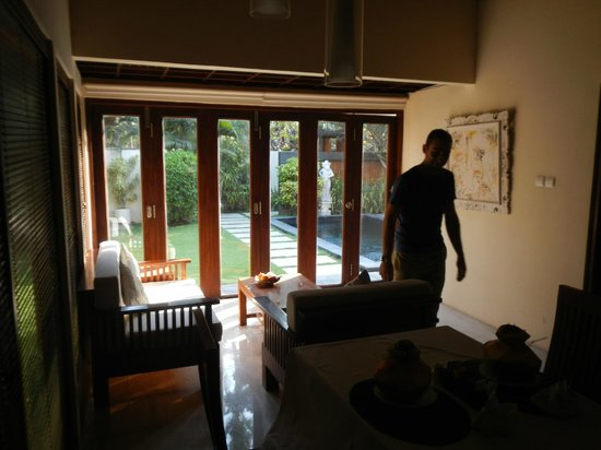 Balibaliku Beach Front Luxury Private Pool Villa: loungeroom/kitchen looking outside