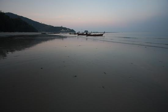 Nai Yang Beach: sunrise