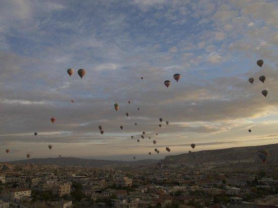 Kelebek Special Cave Hotel : Balloons