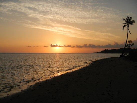 SigaSiga Sands Resort: Sunset at Sigasiga Sands