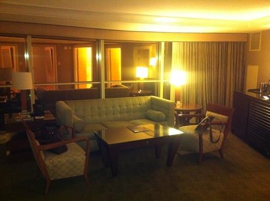 Borgata Hotel Casino & Spa: living room in Suite 2803
