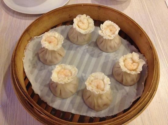 Shi Lin Taiwanese Restaurant: Prawn xiao long bao... tasty!