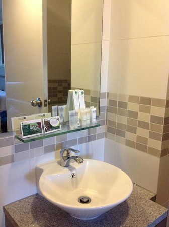 The Exchange Regency Residence Hotel: Sink with Toiletries