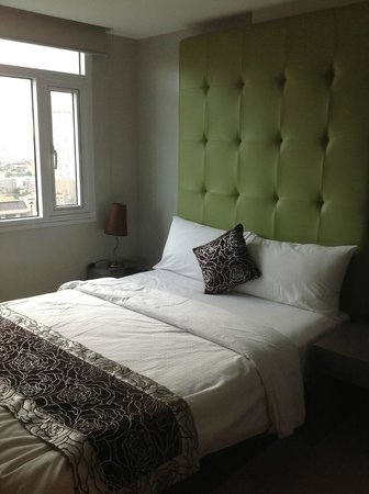 The Exchange Regency Residence Hotel: The smaller guest room