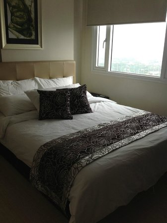 The Exchange Regency Residence Hotel: the masters bedroom