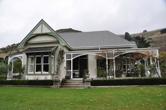 Kawatea Farmstay: Front of bed and breakfast