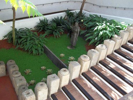 Casa Santo Domingo: bella combinacion de jardin cercana al lobby