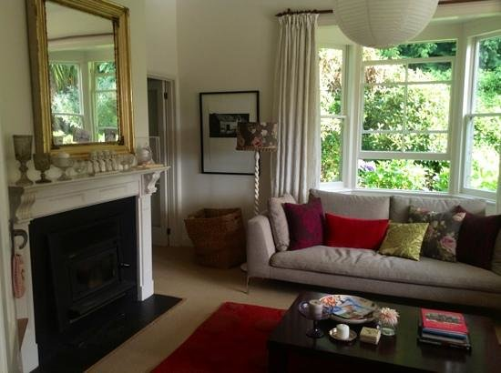 Coombe Farm Bed and Breakfast: living room for common use
