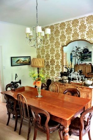 Coombe Farm Bed and Breakfast: dining room