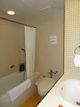 Gotanda Arietta Hotel & Trattoria : シングルルーム バスルーム