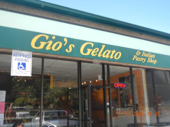 Gio's Gelato and Italian Pastry: exterior sign