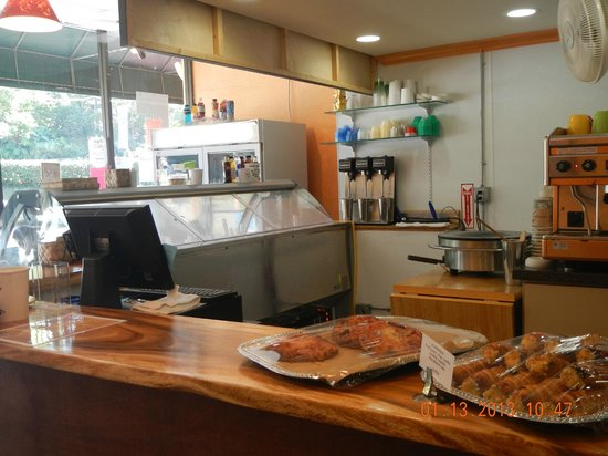 Gio's Gelato and Italian Pastry: interior