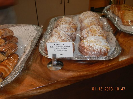 Gio's Gelato and Italian Pastry: malasadas with vanilla and mac nuts