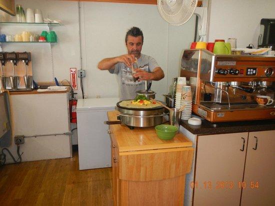 Gio's Gelato and Italian Pastry: Gio making the breakfast crepe