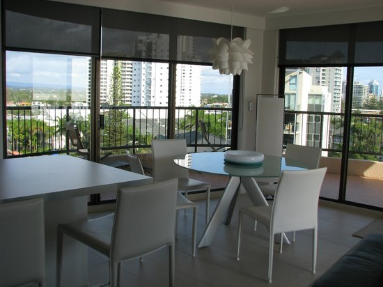 Warringa Surf Apartments: Looking toward the kitchen/dining area