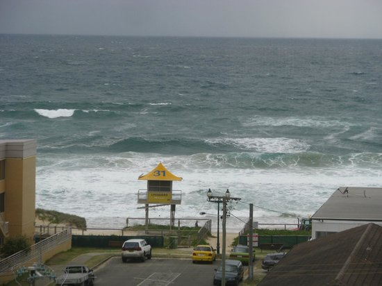 Warringa Surf Apartments: The patrolled beach.