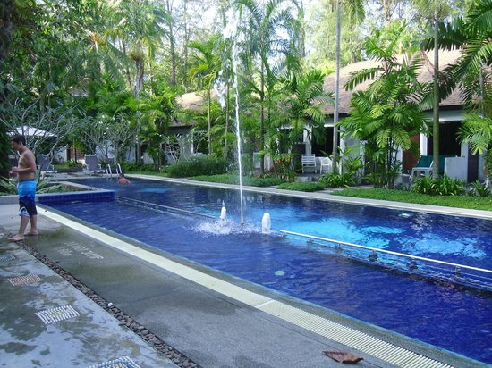 Nai Yang Beach Resort and Spa: Beautiful pool surrounded by gardens and rooms