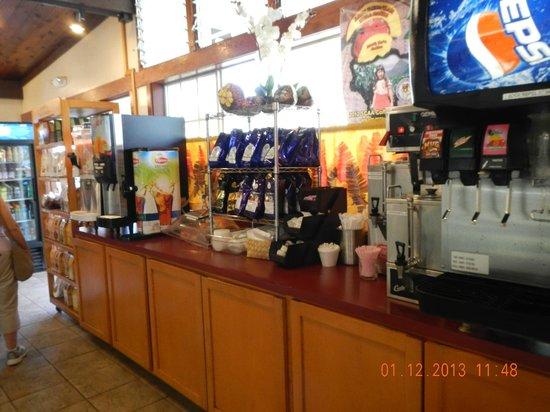 Punaluu Bake Shop and Visitor Center: drinks area