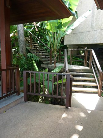 Paresa Resort Phuket: Stairs to our villa