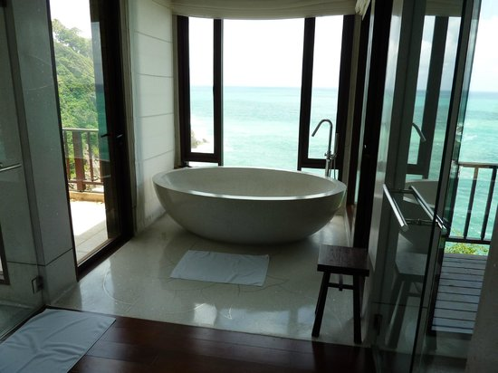 Paresa Resort Phuket: 2 person bath