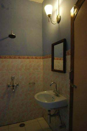 Ajaya Hotel : Bathroom