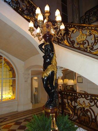 Shangri-La Hotel Paris: lobby