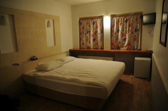 Heybe Hotel: room with double bed
