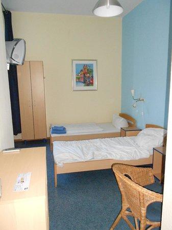 Acama Schöneberg Hotel+Hostel: Chambre à deux lits (janvier 2013)