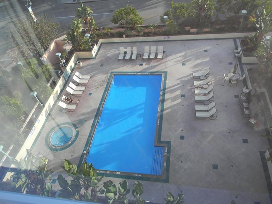 Crowne Plaza Los Angeles Harbor Hotel: The pool