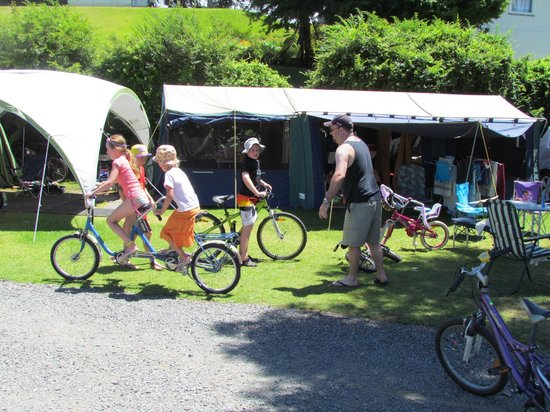 Opal Hot Springs And Holiday Park: Camp has many 'xtras' available ie tandem bikes, games room