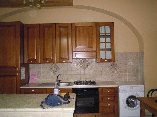 Bed & Breakfast Globetrotter Catania: la cucina completa dell'appartamento
