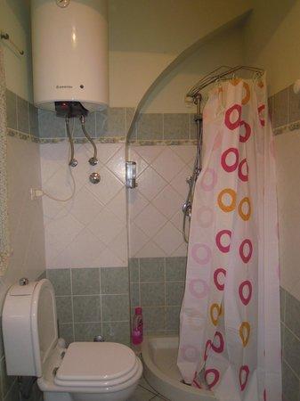 Bed & Breakfast Globetrotter Catania: il bagno della camera