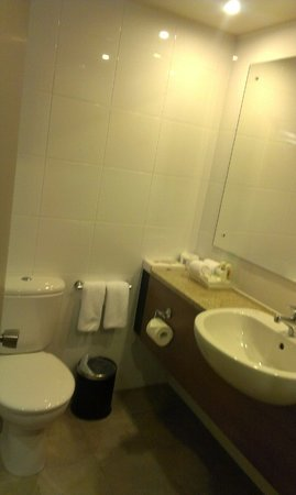 Holiday Inn Auckland Airport: Bathroom