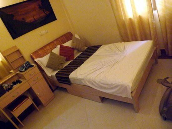 "Hulhumale Inn: Our tiny ""double room"""