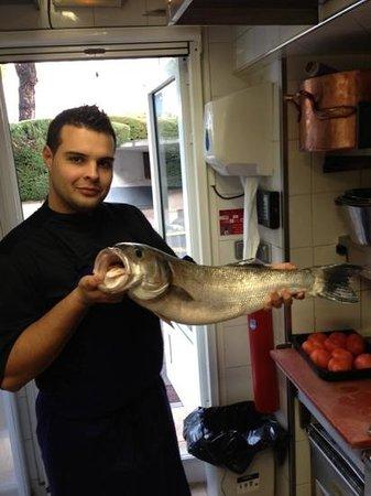 DUO: moi et un loup de 5kg pêche a Villeneuve louvet par notre pêcheur local