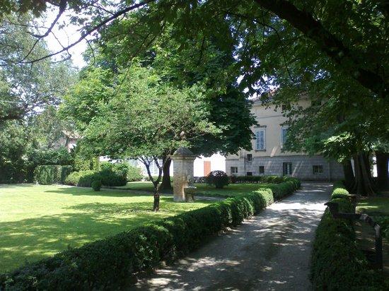 Dimora della Gran Farnia: L'ingresso dal parco