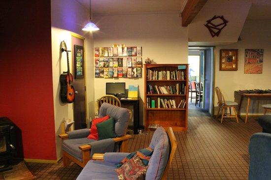 Tasman Bay Backpackers : Lounge corner
