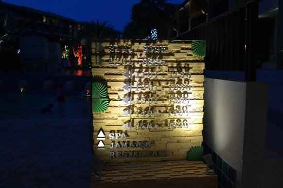 Rawai Palm Beach Resort: The route marker