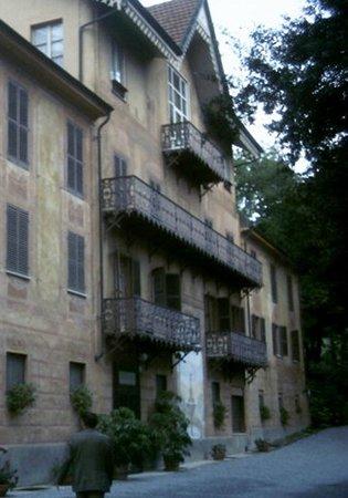 Fontanafredda: L'ingresso alla Villa Contessa Rosa